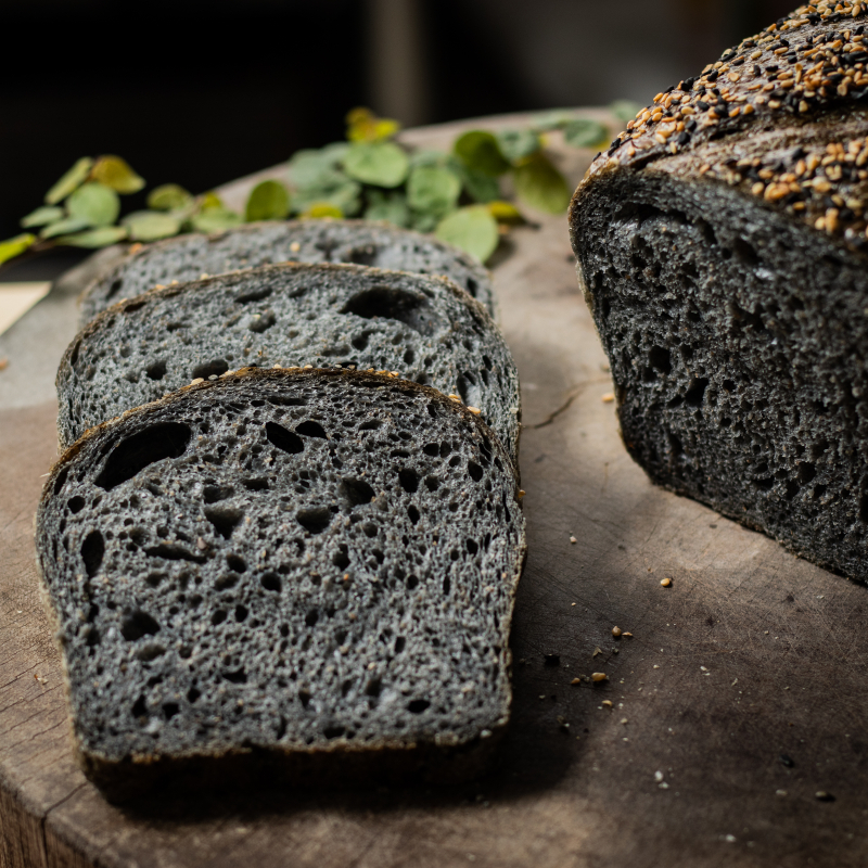 竹炭酸麵包 /Charcoal Black Sourdough