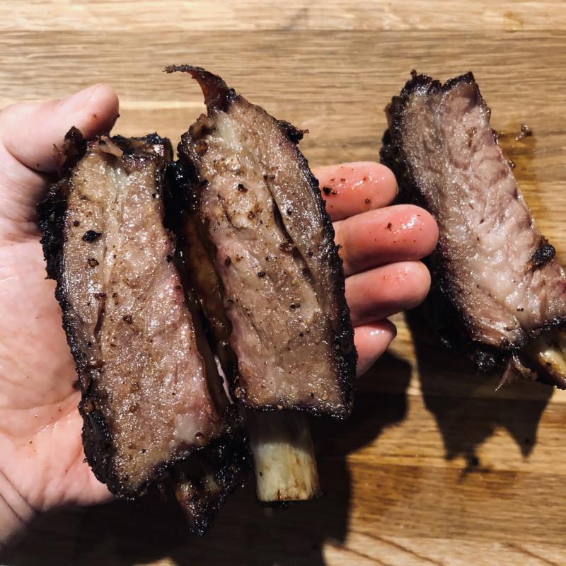 慢火燻烤帶骨牛肋排 / Beef Ribs
